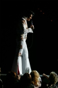 Elvis To The Max  - The King In Concert - The Clothesline